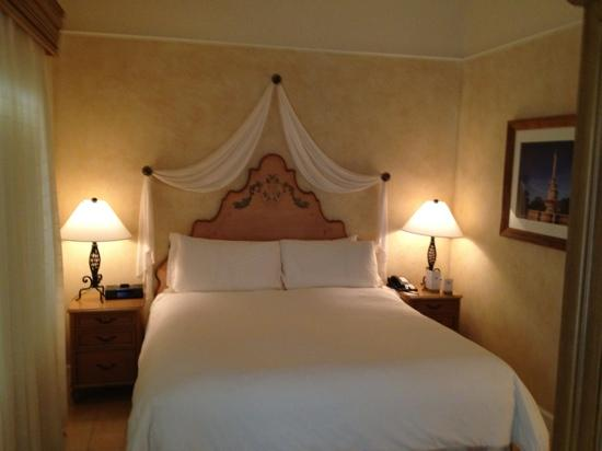 The Biltmore Hotel Miami Coral Gables : the only good part of our stay the ultra comfortible bed
