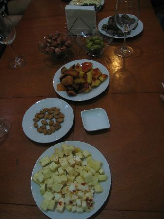 Santiago Backpackers Hostel: Don't miss our Wine & Cheese Nights!