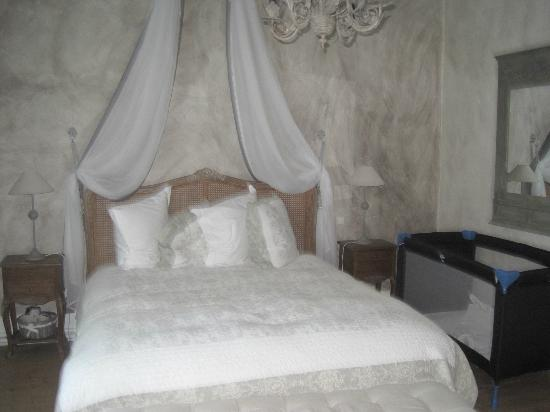 L'Ange est Reveur: Master bedroom (de family suite bestaat uit 2 volwaardige kamers, een badkamer en een aparte wc)