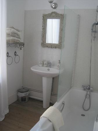L'Ange est Reveur: Mooi ingerichte badkamer met oog voor detail en zeer netjes