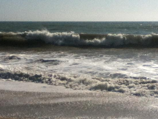 Embassy Suites by Hilton Mandalay Beach Resort: rough ocean
