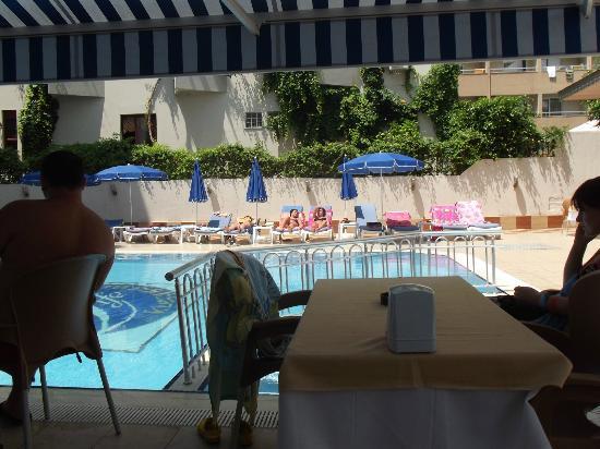 Kleopatra Life: Pool area