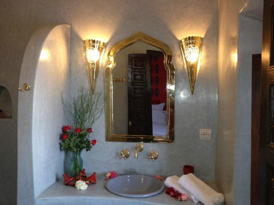 Riad Houdou: Salle de bains de la chambre babouches
