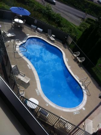 Hampton Inn Pittsburgh/West Mifflin: view of the pool from 3rd floor