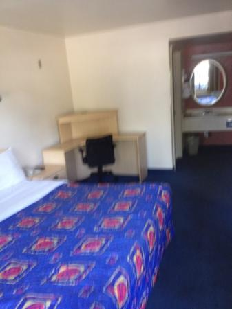 Motel 6 Fresno: blurry but good size
