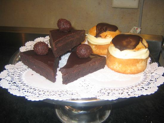 Bluesberry Bakery: chocolate fudge torte and boston cream pie