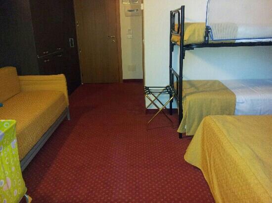Park Hotel Kursaal: camera superior con angolo cottura nell'armadio