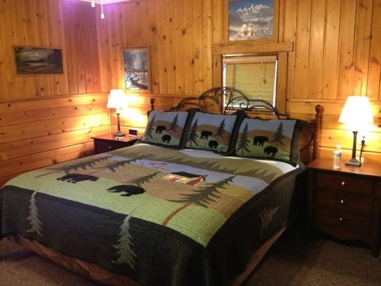 Alpine Motel : the One King Bed Room, very clean and comfortable, 26.July 2012