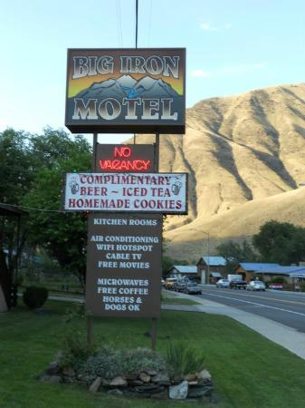 ‪‪Big Iron Motel‬: The Hotel sign