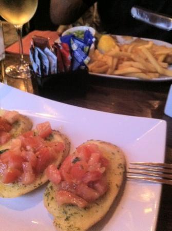 Biblos: Bruschetta (x nulla croccante ma gustosa) e fish and chips