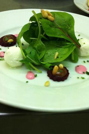 Mangetout Deli: Goat's cheese with pickled beetroot, toasted pine nuts, beetroot mayo, dressed leaves
