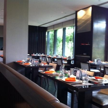 Parkyard Hotel Shanghai: woodside restaurant