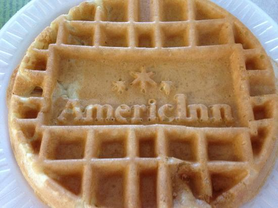 AmericInn by Wyndham Elkhorn Near Lake Geneva: Breakfast