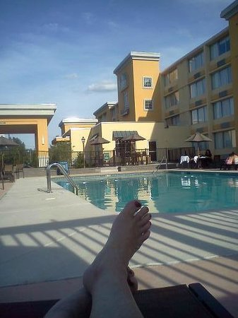 La Quinta Inn & Suites Manchester: relaxin at the pool after busy busy day