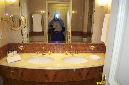 Grand Hotel Wien: Bathroom