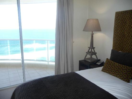 Xanadu Holiday Resort: Luxurious bedroom and what a view!