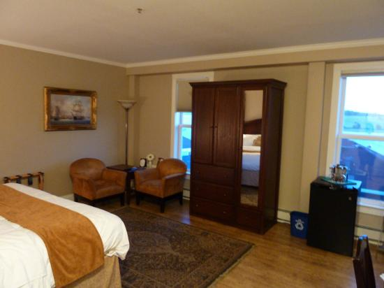 Lunenburg Arms Hotel: Room shot #3