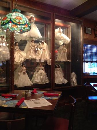 Staff's Restaurant : Creepy dolls