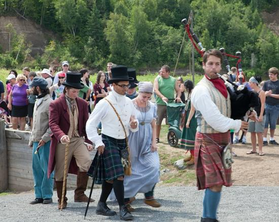 Fort William Historical Park: Dignitaries greet the Voyageurs