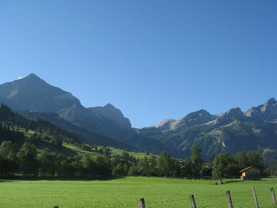 Posthotel  Roessli: View of Alps surrounding Gstaad