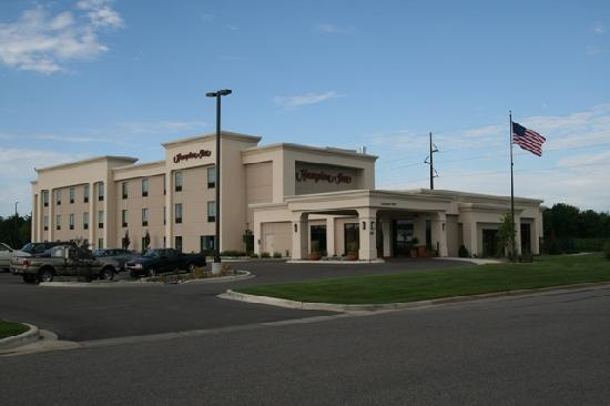 Hampton Inn Tomah: Exterior View