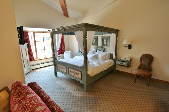 Goldener Hirsch Inn: Suite 303 - One of the best beds EVER!!!