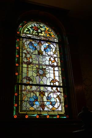 The Clockmakers Inn: stain glass window as you asend the stairs