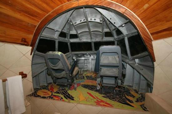 Hotel Costa Verde: the cockpit/bathroom!