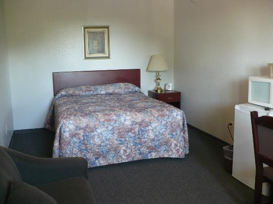 Hitching Post Motel: Very comfy bed!