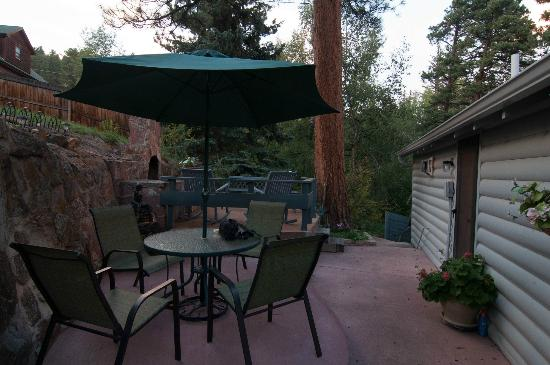 Eagle Cliff Bed and Breakfast: back patio