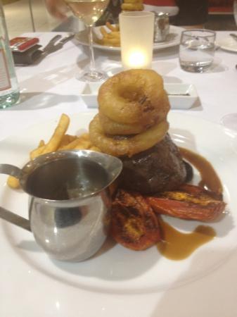 The Sebel Pelican Waters Golf Resort & Spa: Eye Fillet with Onion Rings