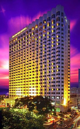 โรงแรมไดม้อนท์: Hotel At Dusk