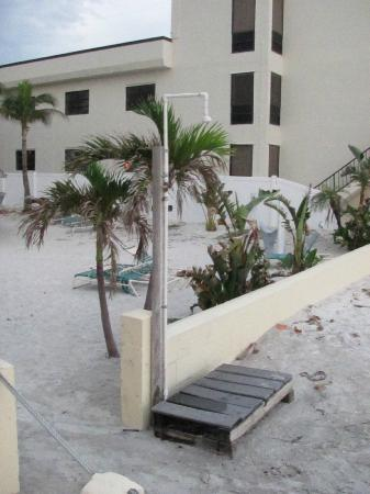 Coquina On The Beach: Beach/BBQ area