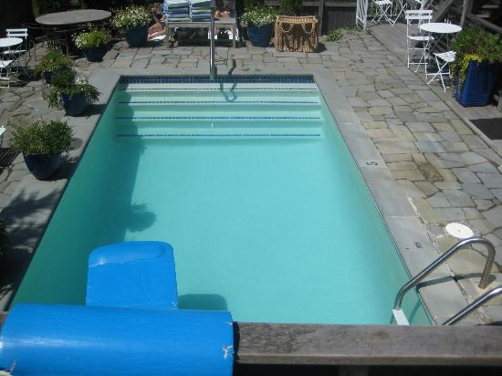 8 Dyer Hotel: Pool area