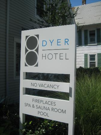 8 Dyer Hotel: Sign