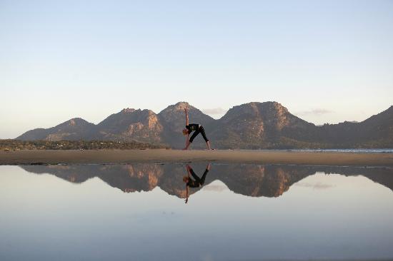 Saffire Freycinet: Yoga on Muri's Beach