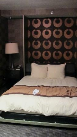 Beacon Hotel & Corporate Quarters: Murphy bed