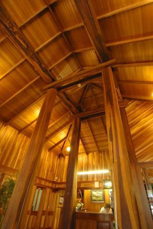 Tall Timbers Tasmania: Hotel Foyer