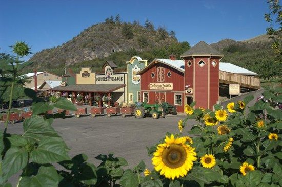 Vernon, Canada : The Country Village includes the Produce Barn, Scratch Bakery, Gift Shop, and Cafe