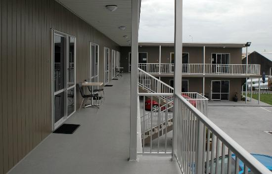 Hawera Central Motor Lodge : First Floor Deck