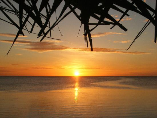 Savaii Lagoon Resort: THE most glorious sunsets !