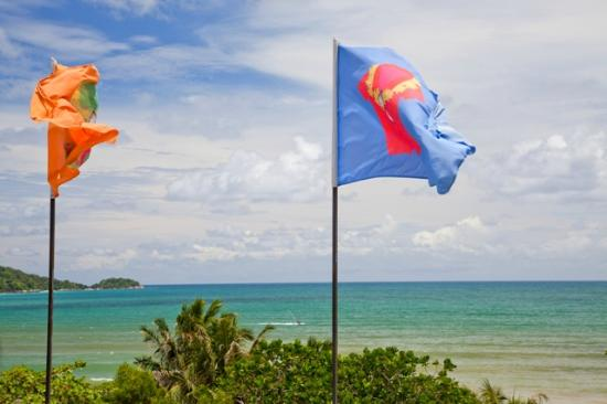 Patong Beach Bed and Breakfast: Look for our roof top flags on Beach Road