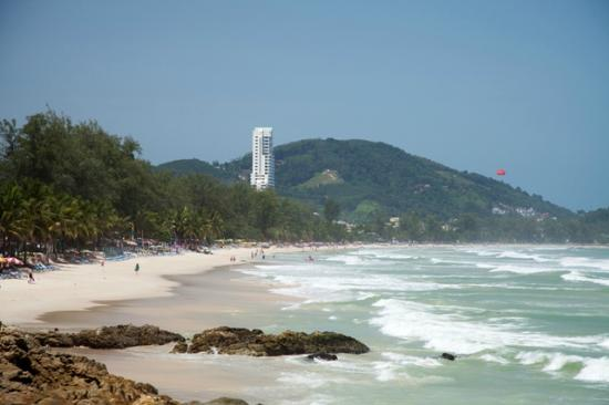 Patong Beach Bed and Breakfast: Patong Beach - over 4 km. long