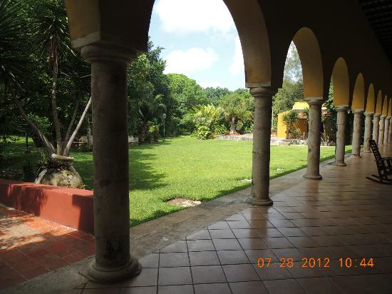 Hacienda Misne: Rear courtyard