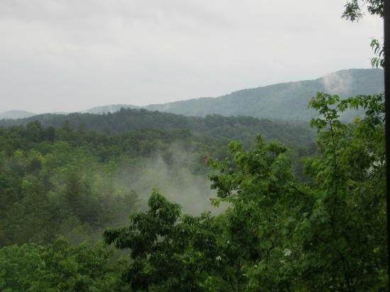 The Last Resort: As Fog lifts the Mountains come alive