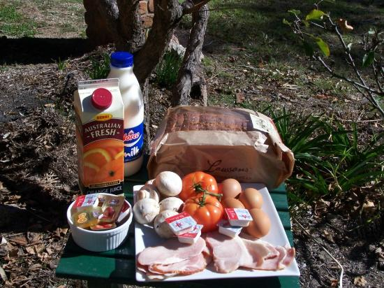 Cypress Ridge Cottages: Gourmet Breakfast Hamper (Hot)