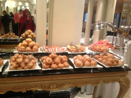Makkah Hilton Towers: An array of breads and puffs