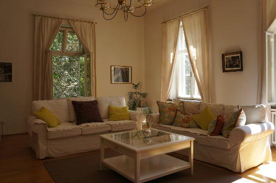 Villa Trapp: Maria Suite sitting room.