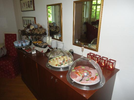 ‪‪Villa Trapp‬: Breakfast spread meats, cheeses, eggs etc. Wonderful!