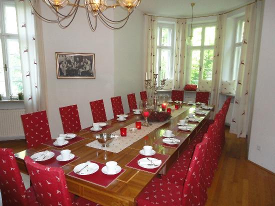 Villa Trapp: Breakfast table.